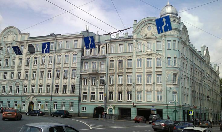 Угол Воздвиженки и Моховой, д. 4 на месте бывшего опричного двора